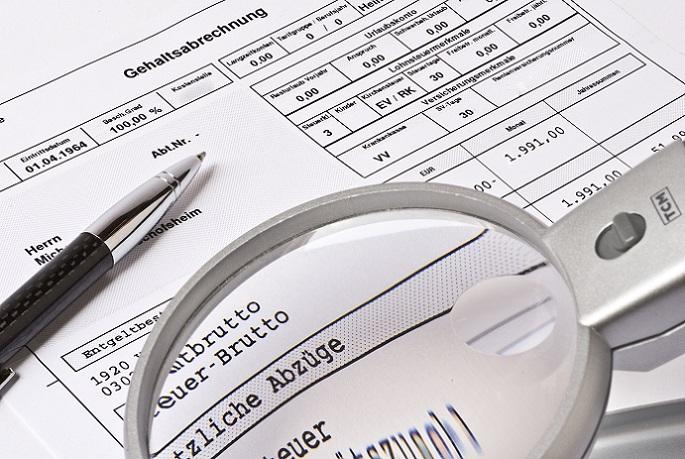 Wenn auf Teilzeit Gehalt Steuerabzüge fällig werden, müssen Sie mehr als 450 Euro im Monat verdienen. Diese Grenze markiert einen Minijob, der steuerfrei bleibt. (#01)
