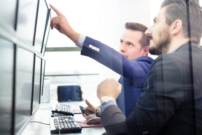 """Eine optimale Schnittstelle zum Thema"""" Aktien: Was muss man wissen"""" sind Onlinebroker oder die eigene Hausbank. Hier können alle Fragen umfangreich beantwortet werden (#1)"""