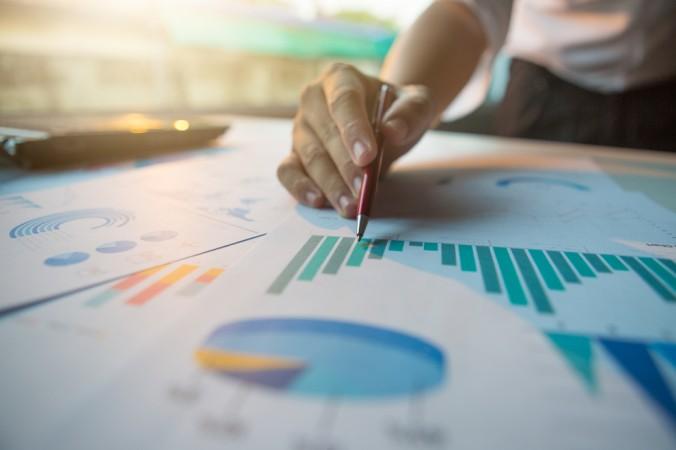 """Zur guten Aktienanalyse eignen sich noch viele weitere Modelle, unter Anderem die Marktanalyse oder die """"einfache"""" Stochastik. (#2)"""