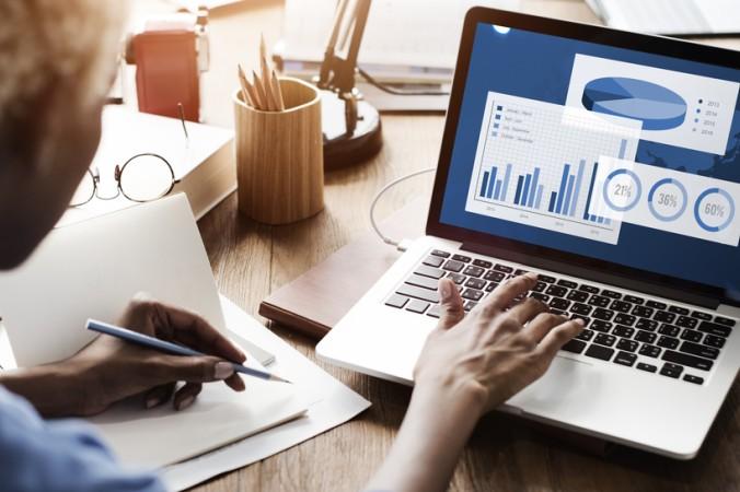 Bei einer Chartanalyse steht der bisherige Kursverlauf des Wertpapiers im Fokus. (#2)