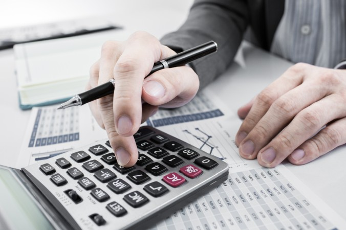 Zur Berechnung des KGV wird der aktuelle Börsenkurs durch den geschätzten Reingewinn pro Aktie dividiert. (#1)