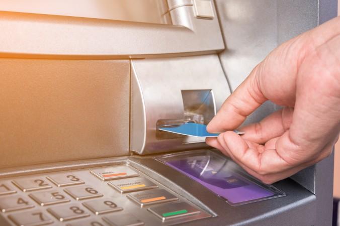 Das Tagesgeld ist eine ganz bestimmte Form der Geldanlage. Dabei ist ein beliebiger Betrag auf einem Tagesgeldkonto für eine nicht festgelegte Dauer angelegt und quasi täglich auf Abruf verfügbar. (#1)