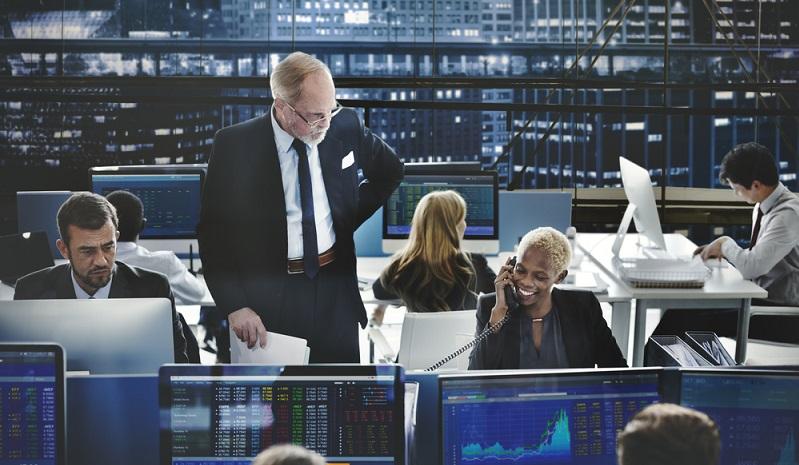 Investoren greifen häufig zu den hoch verzinsten Risikoanleihen, wenn sie Anlagemöglichkeiten mit hoher Rendite suchen. Es geht darum, in kurzer Zeit hohe Gewinne zu erzielen. Das hohe Ausfallrisiko wird dafür in Kauf genommen.  (#01)