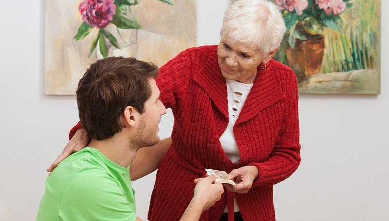 Als Rentner besteht zudem noch die Möglichkeit, sich privat Geld zu leihen. Dies ist oftmals sogar deutlich günstiger, denn Kinder oder Enkel werden kaum Zinsen für das Verleihen verlangen. (#02)