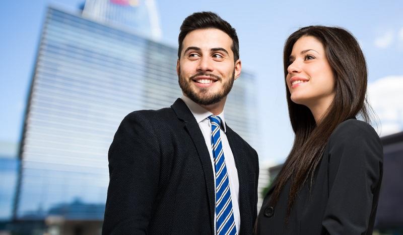 Alleine oder mit einem Geschäftspartner investieren? Oft hängt eine solche Entscheidung von der Höhe des Investments ab. (#1)